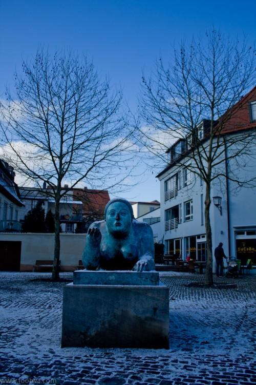 """Woman with fruit"" Bamberg - Fernando Botero"